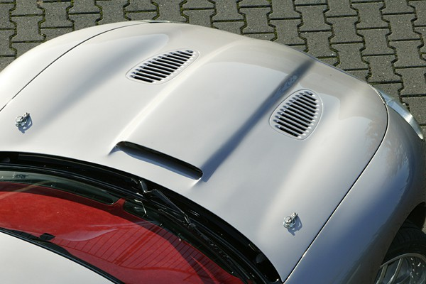 AAK 12074 - Arden Jaguar XK8 Motorhaube mit Entlüftung.jpg