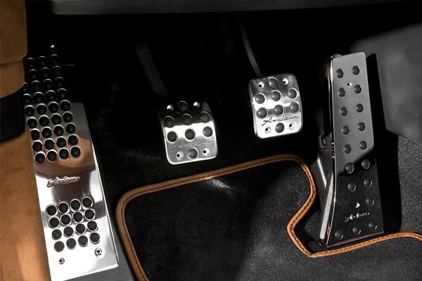 AMK 10650 - Arden MINI Pedalsatz mit Fußstütze (für manuelles Getriebe).jpg