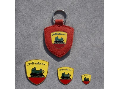 Set Arden crest and red Arden key ring