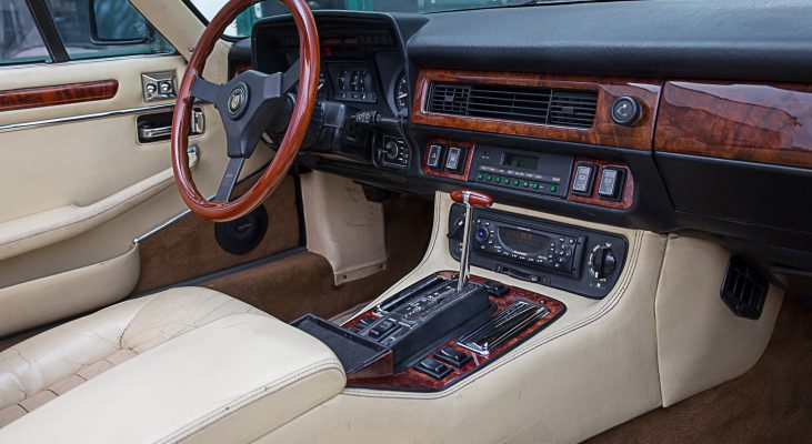 Arden-Jaguar-XJS-v12-Convertible-Interior-steering-wheel-gear-knob-wood-middle-console