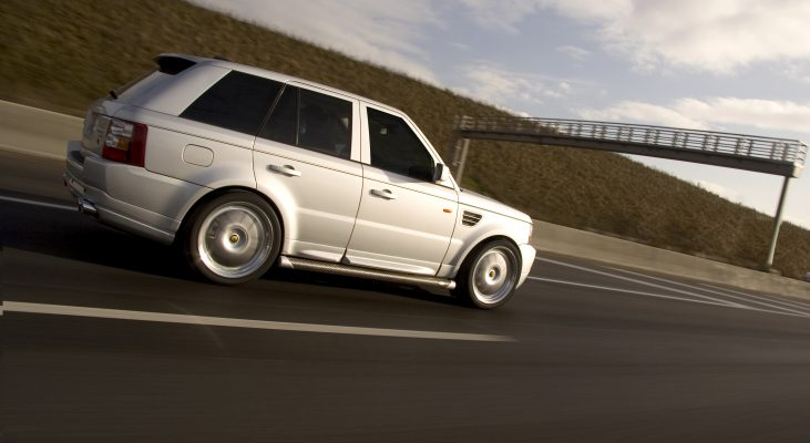 Arden-Range-Rover-silver-side-sills-wheels-wide-body-kit(1)
