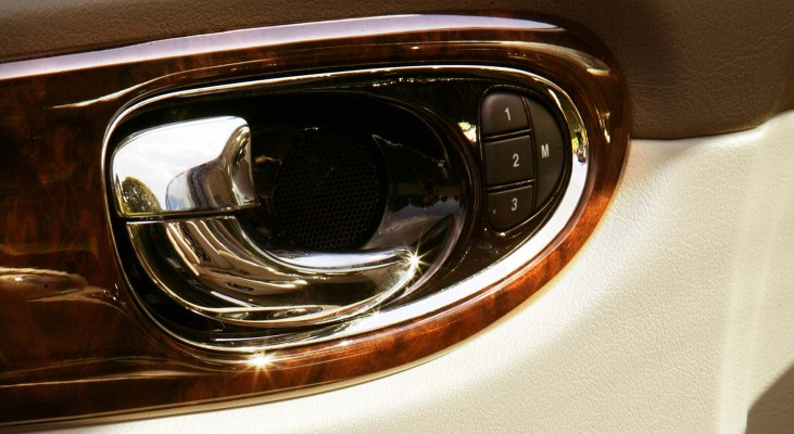 Jaguar-XJ-350_358-interior-precious-wood-power-windows-surroundings-door-handle-Arden
