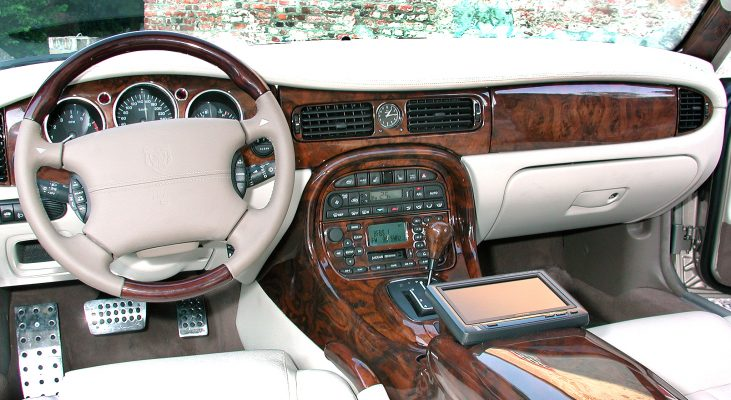 Jaguar-XJ-interior-leather-trim-precious-wood-middle-console-pedal-set-Arden