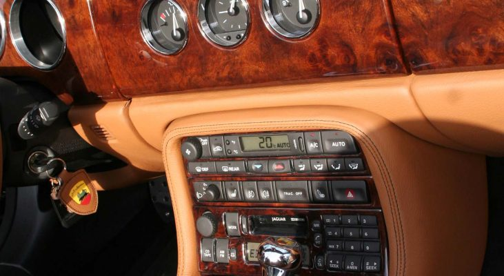 Jaguar-XK8-interior-leather-trim-aluminium-instrumentsrings-Arden