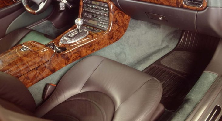 Jaguar-XK8-interior-leather-trim-steering-wheel-wood-console-aluminium-gear-knob-Arden