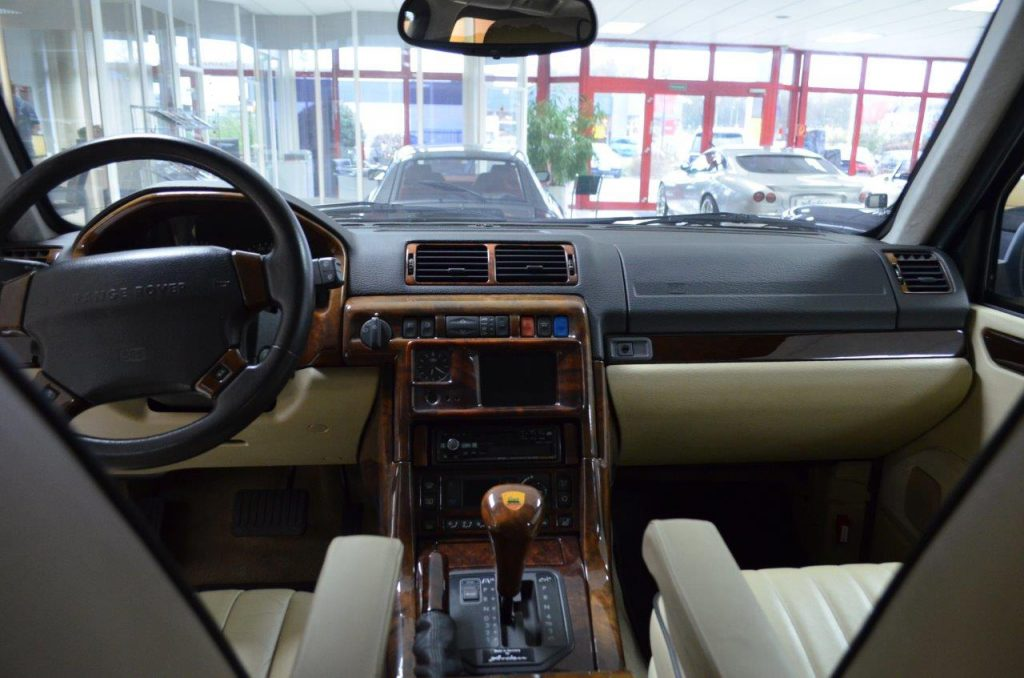 Classic Car Restoration Armored Range Rover Ar 3  P38