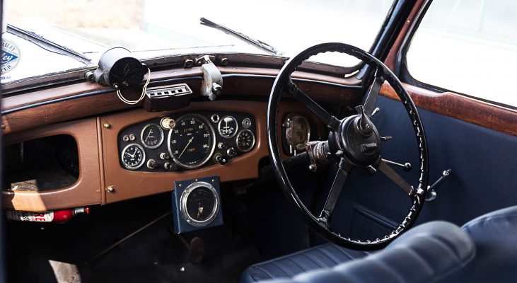 Riley-Monaco-interior-steering-wheel-wood-console-blue-seats