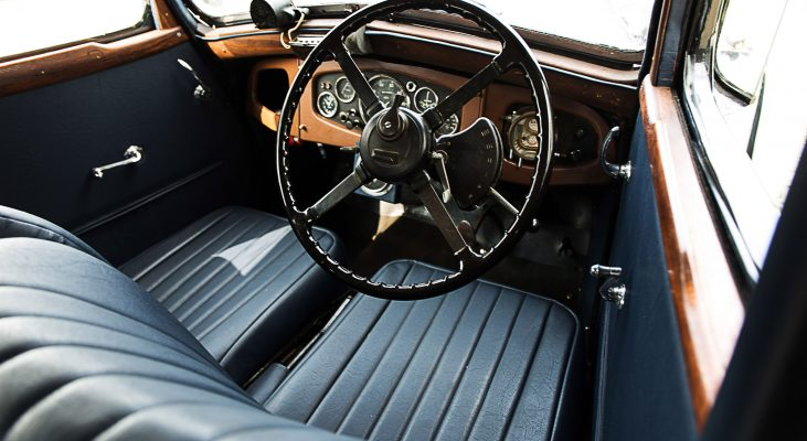 Riley-Monaco-interior-steering-wheel-wood-panel-wood-console-blue-seats